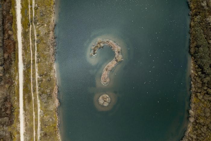 island in body of water in shape of question mark